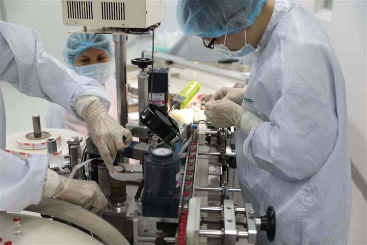 Cận cảnh quy trình gia công vaccine COVID-19 Sputnik V của Nga tại Việt Nam - Ảnh 9.