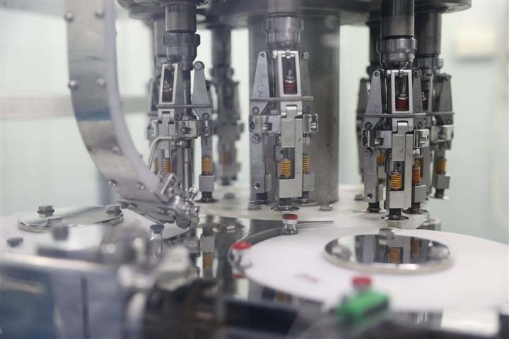 Cận cảnh quy trình gia công vaccine COVID-19 Sputnik V của Nga tại Việt Nam - Ảnh 4.