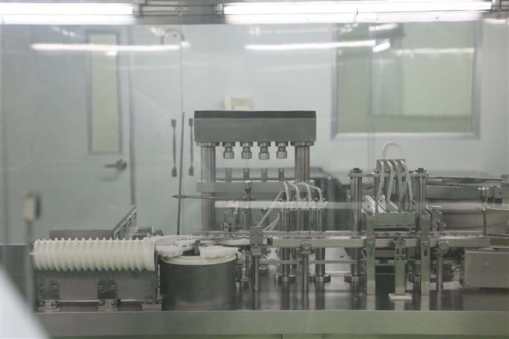 Cận cảnh quy trình gia công vaccine COVID-19 Sputnik V của Nga tại Việt Nam - Ảnh 3.