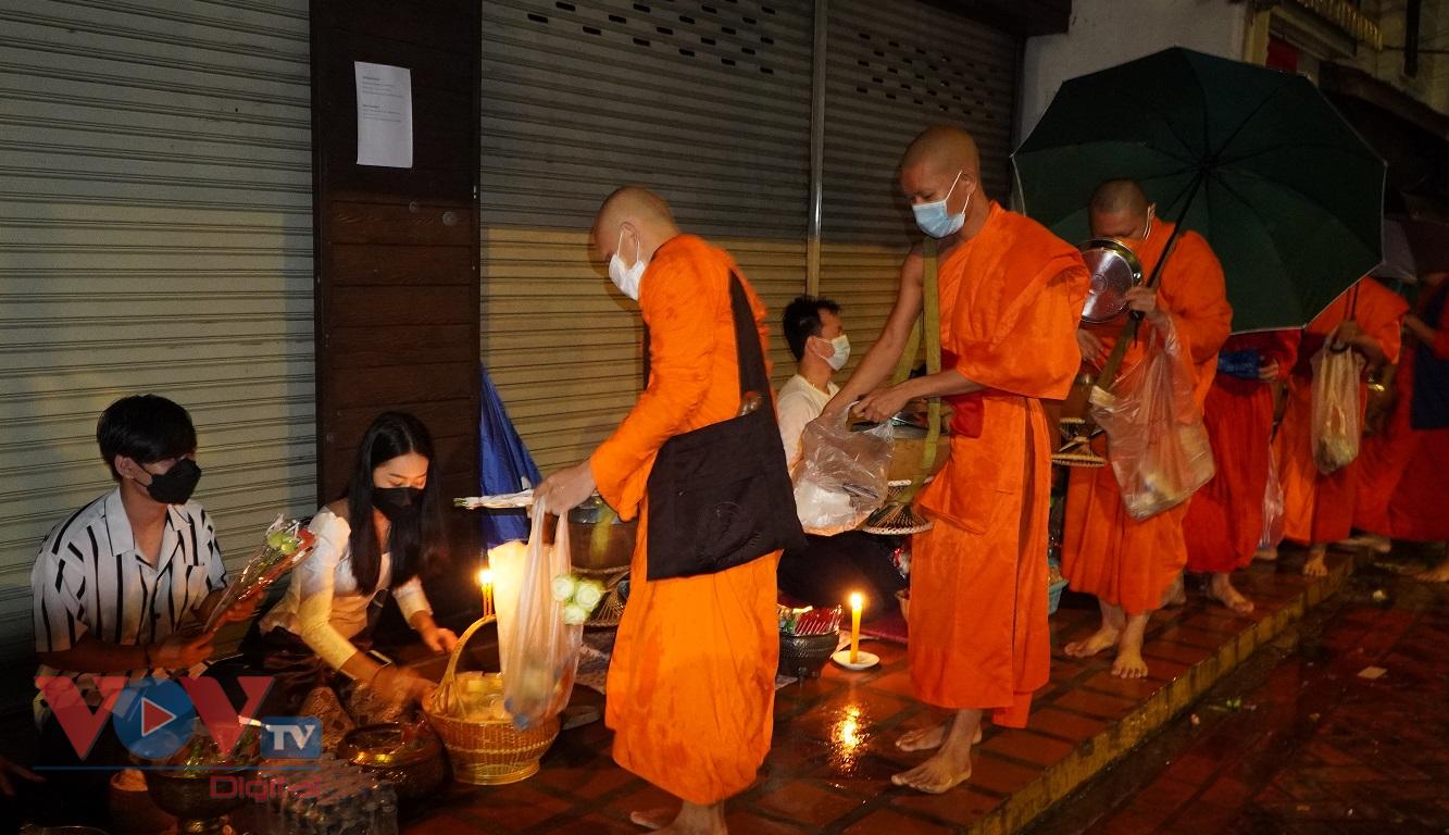 Độc đáo nghi lễ Xaybath - Lễ hội vào chay của người dân Lào - Ảnh 2.