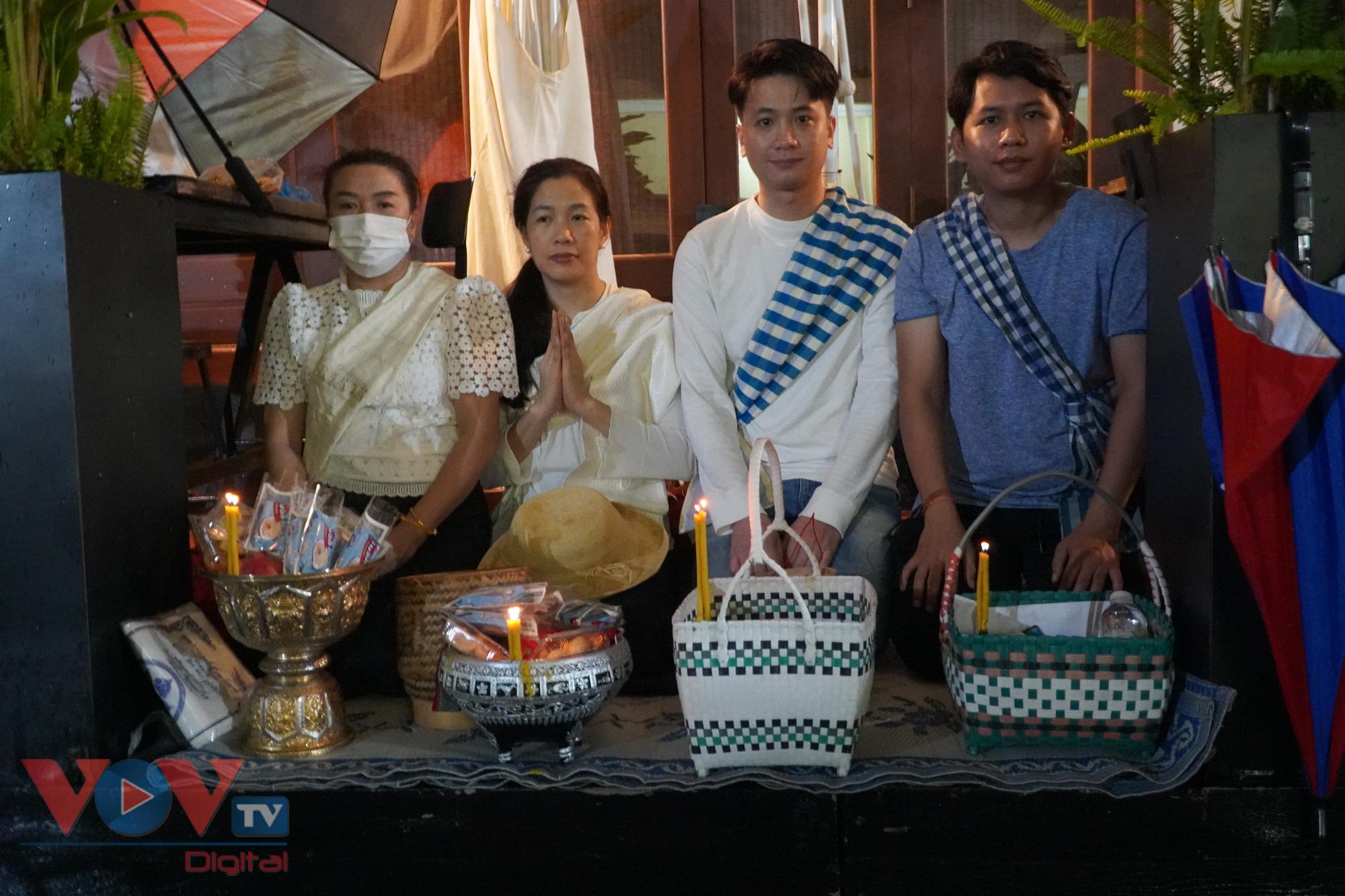 Còn gia đình nhà chị Aminta, hàng năm đều cùng nhau Xaybath vào ngày đầu tiên của Lễ hội Khau Phan Sa để cầu mong một cuộc sống ấm no hạnh phúc cho gia đình, người thân