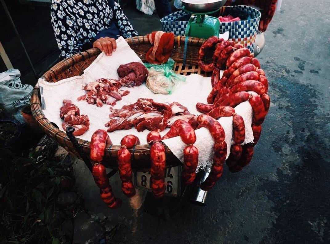 Tung lò mò: Món ăn độc đáo từ… ruột bò - Ảnh 1.