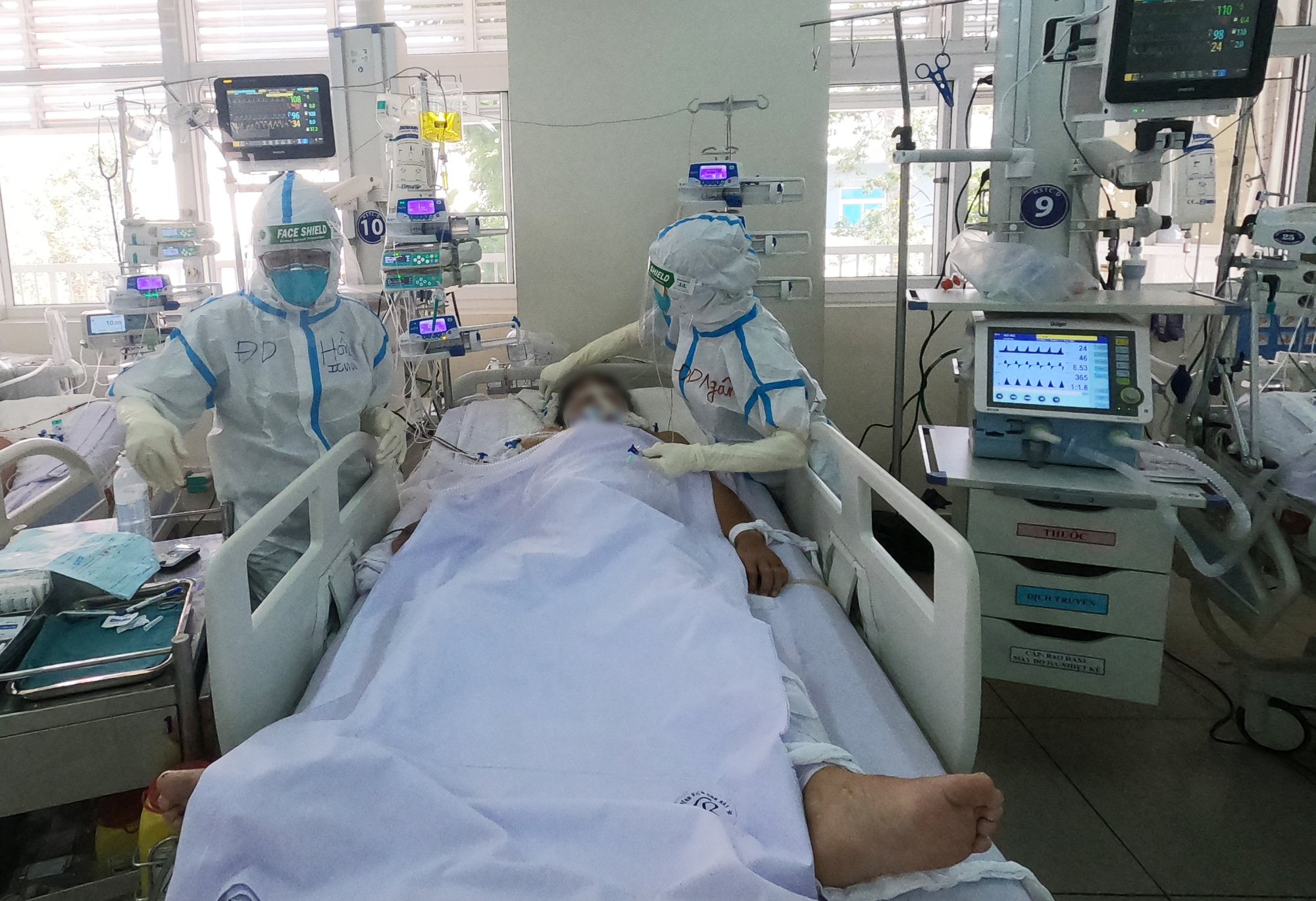 Bệnh viện Chợ Rẫy nâng lên 200 giường hồi sức cho bệnh nhân Covid -19 nặng và nguy kịch - Ảnh 1.