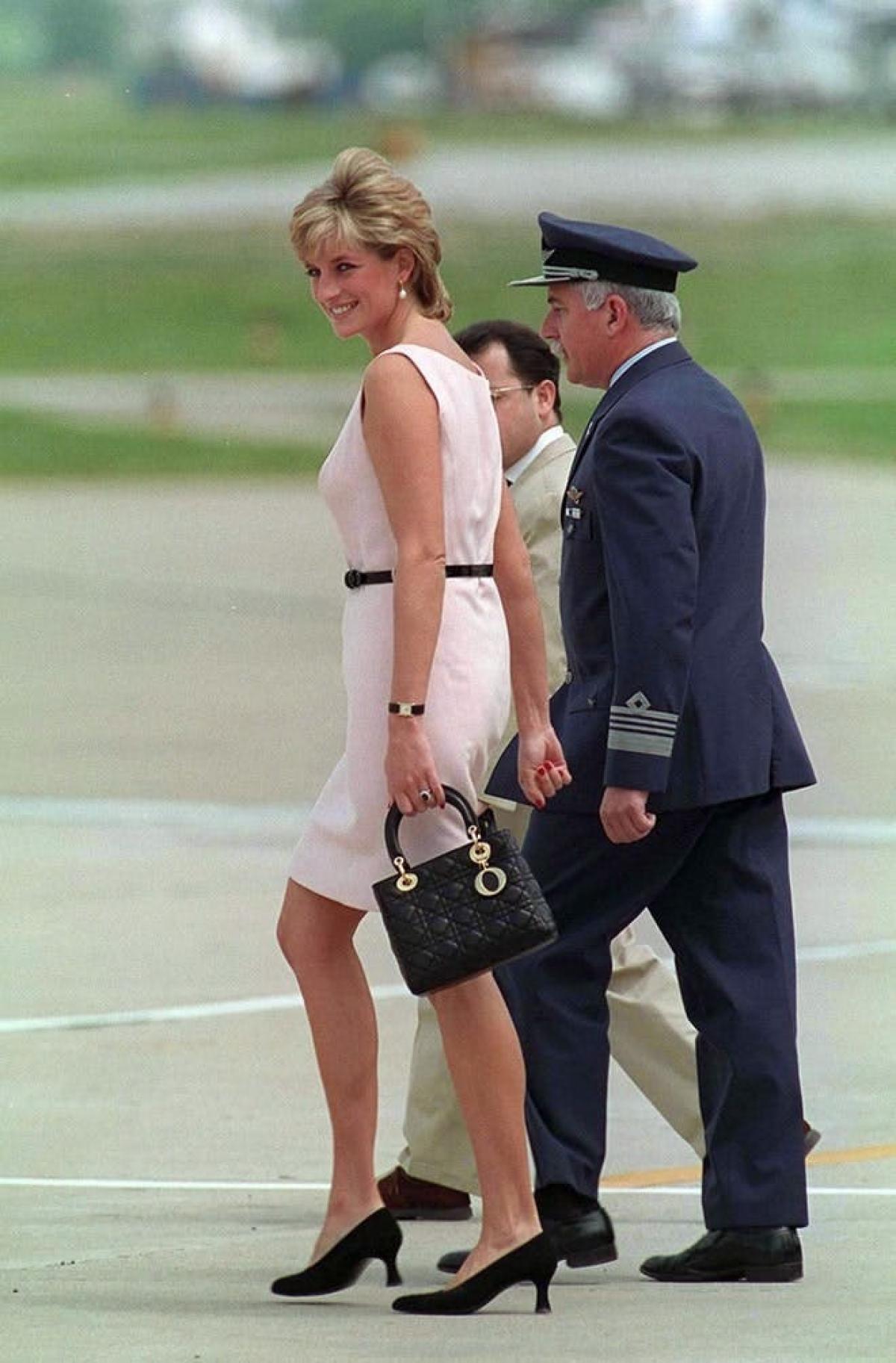 8 chiếc túi xách được đặt tên theo người nổi tiếng, gây bão làng thời trang - Ảnh 3.