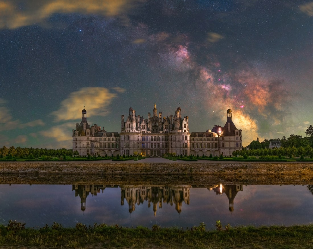 Những hình ảnh ấn tượng khiến chúng ta trầm trồ về vẻ đẹp của vũ trụ - Ảnh 2.