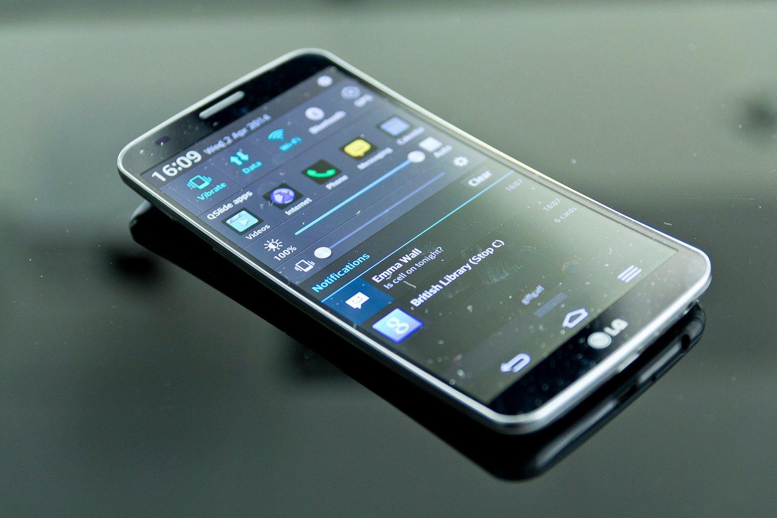 Những smartphone có thiết kế độc đáo nhất từ trước đến nay - Ảnh 2.