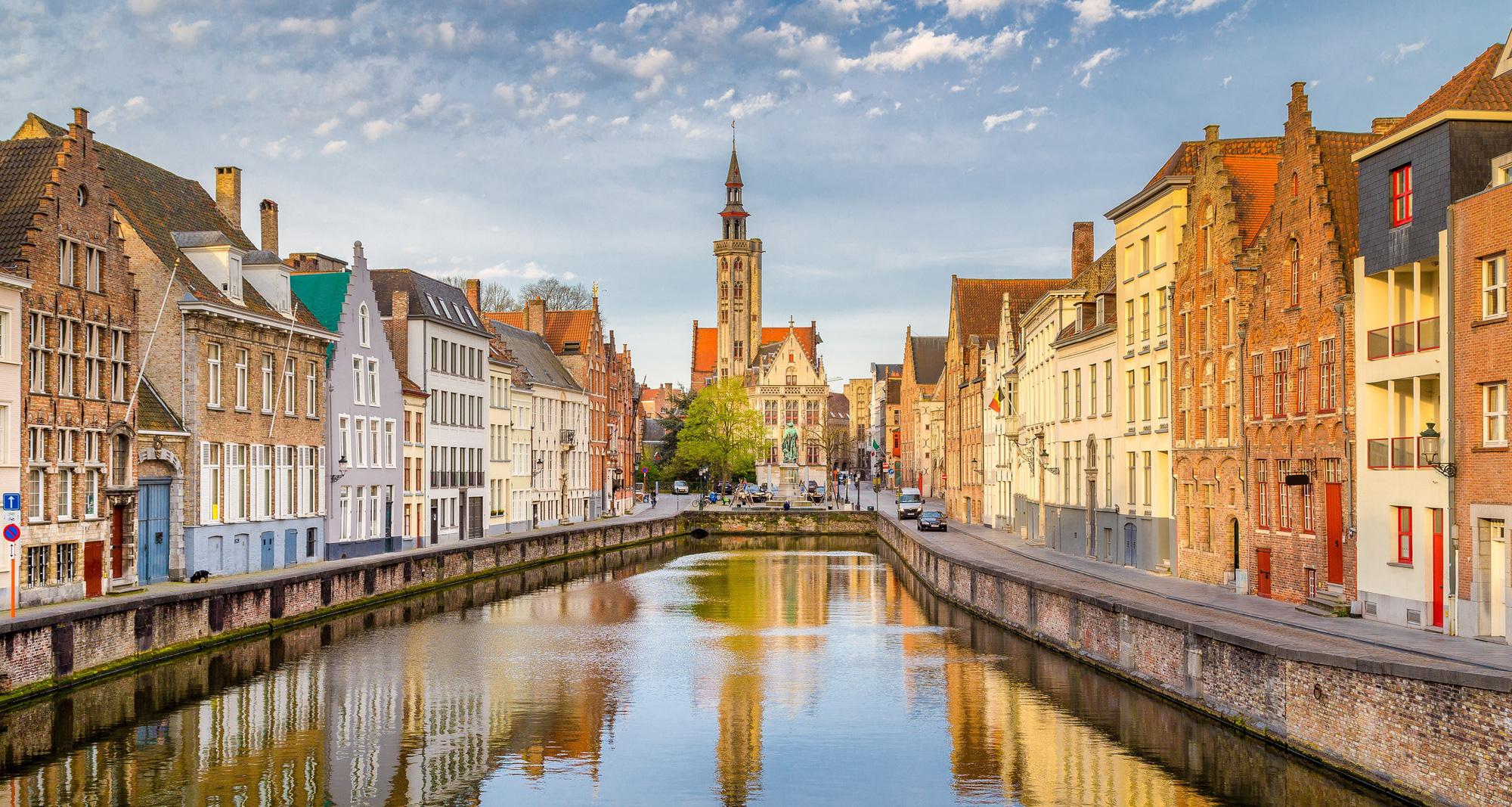Một ngày khám phá thành phố đẹp nhất nước Bỉ - Ảnh 1.