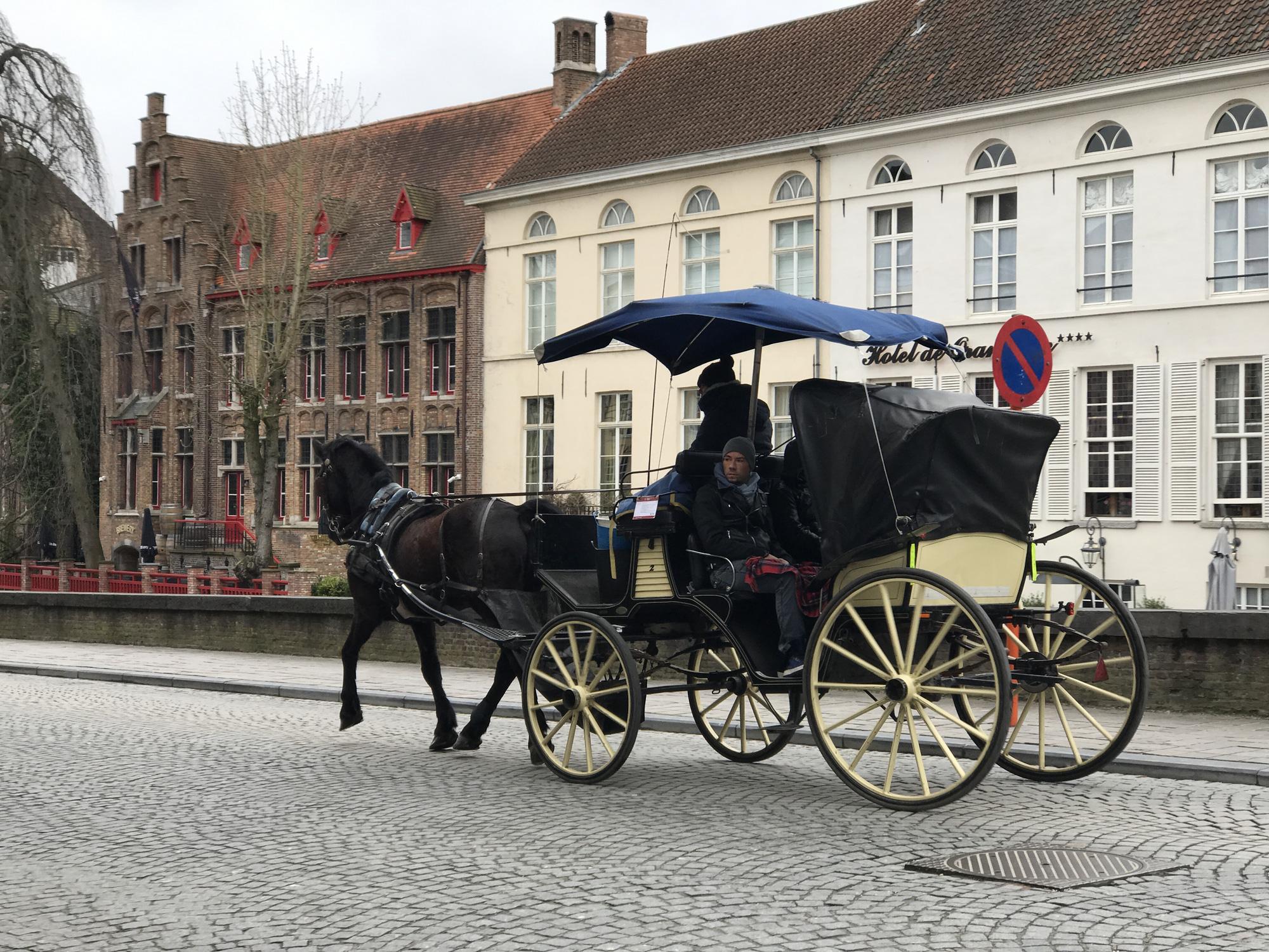 Một ngày khám phá thành phố đẹp nhất nước Bỉ - Ảnh 6.