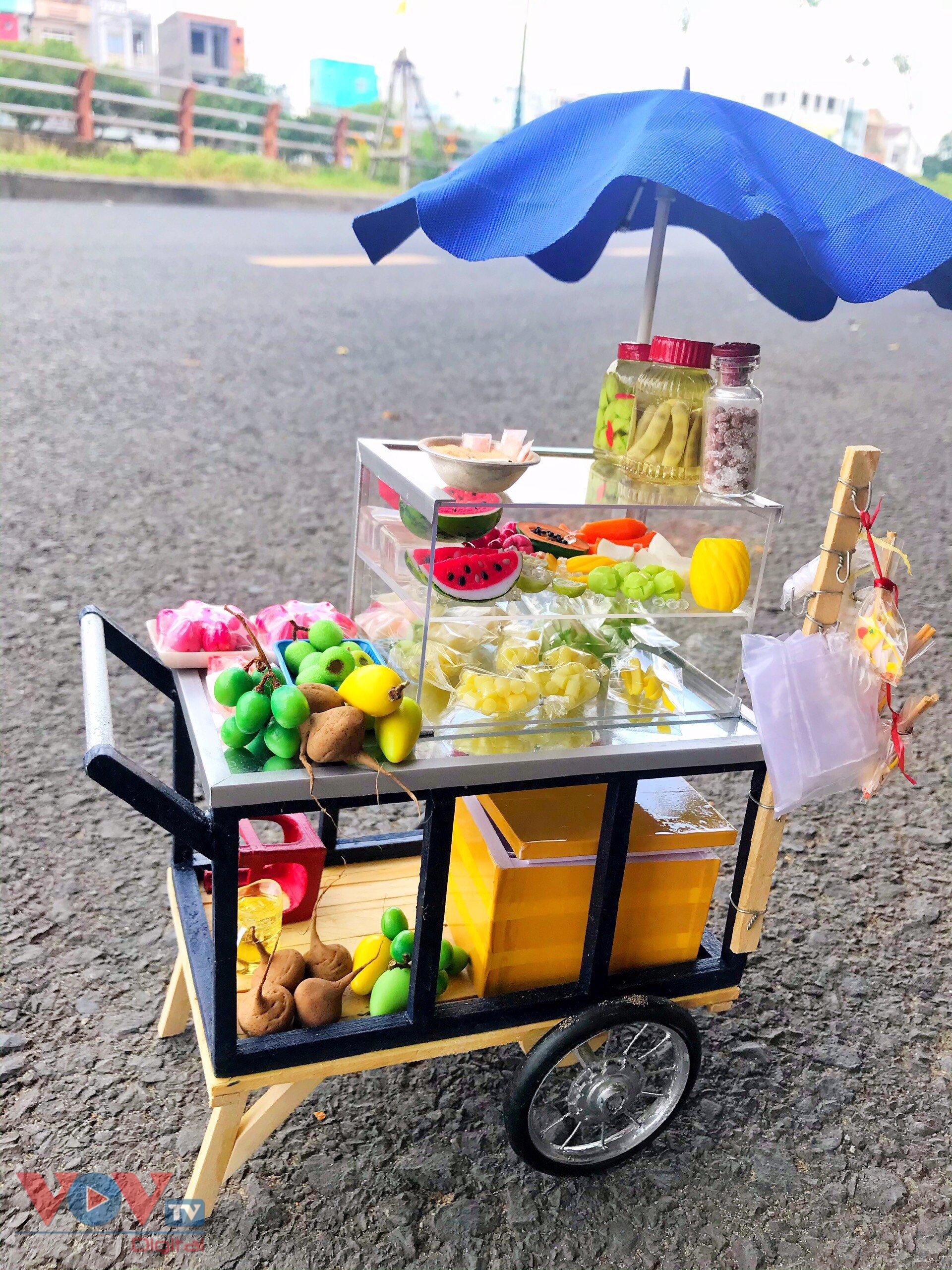 Xe bán trái cây giải nhiệt quen thuộc trên những đường phố