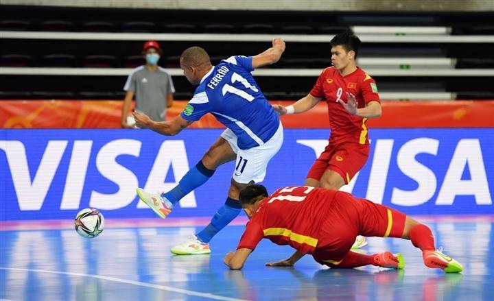 World Cup futsal 2021: Tuyển Việt Nam ghi bàn vẫn thua đậm Brazil - Ảnh 1.