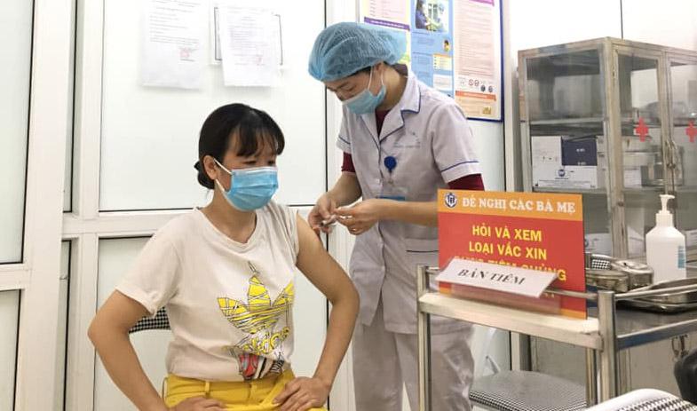 Hà Nội đã tiêm được hơn 5,7 triệu mũi vắc xin phòng Covid-19 - Ảnh 1.
