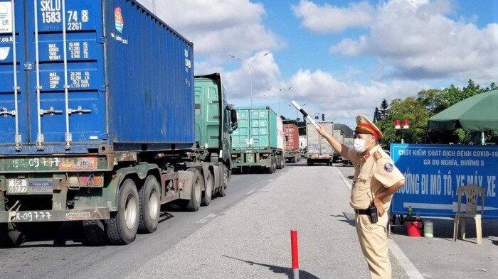 Bãi bỏ, dừng các quy định làm cản trở giao thông, lưu thông hàng hóa - Ảnh 1.