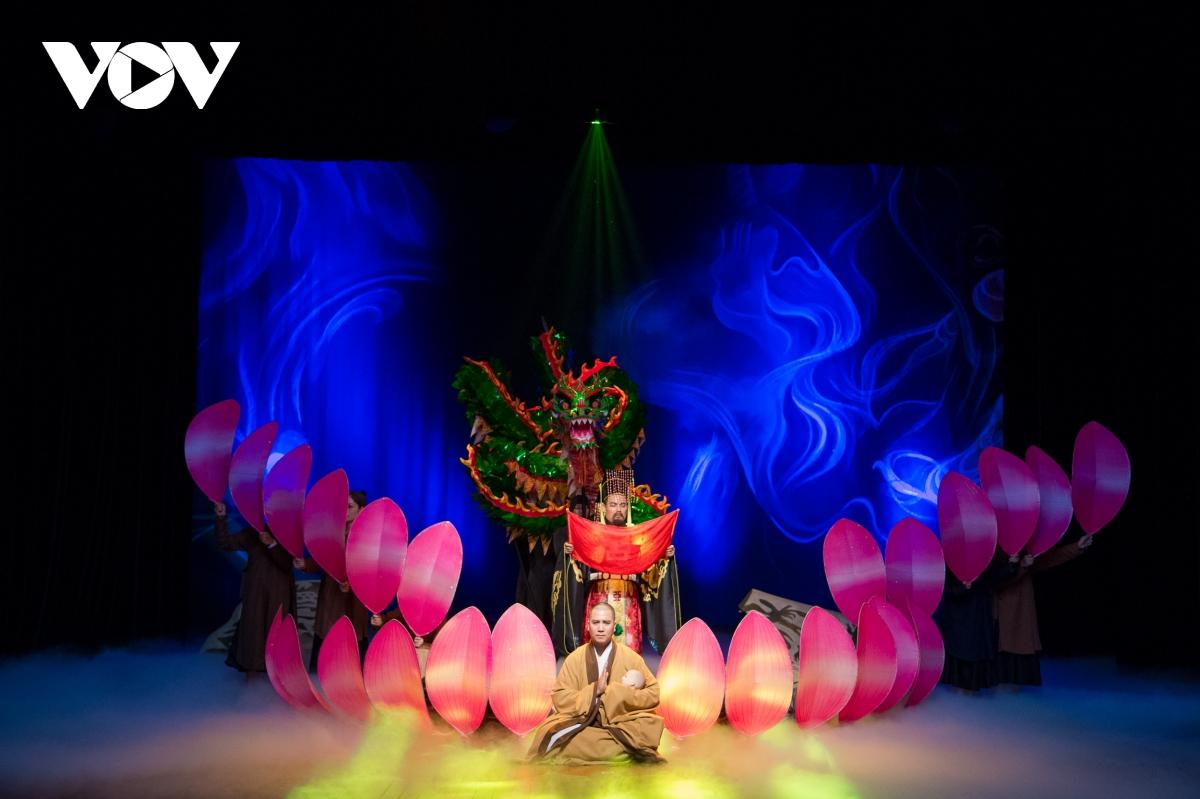 Dịch Covid-19 diễn biến phức tạp, các nghệ sĩ tự làm Giỗ tổ ngành Sân khấu tại nhà - Ảnh 1.