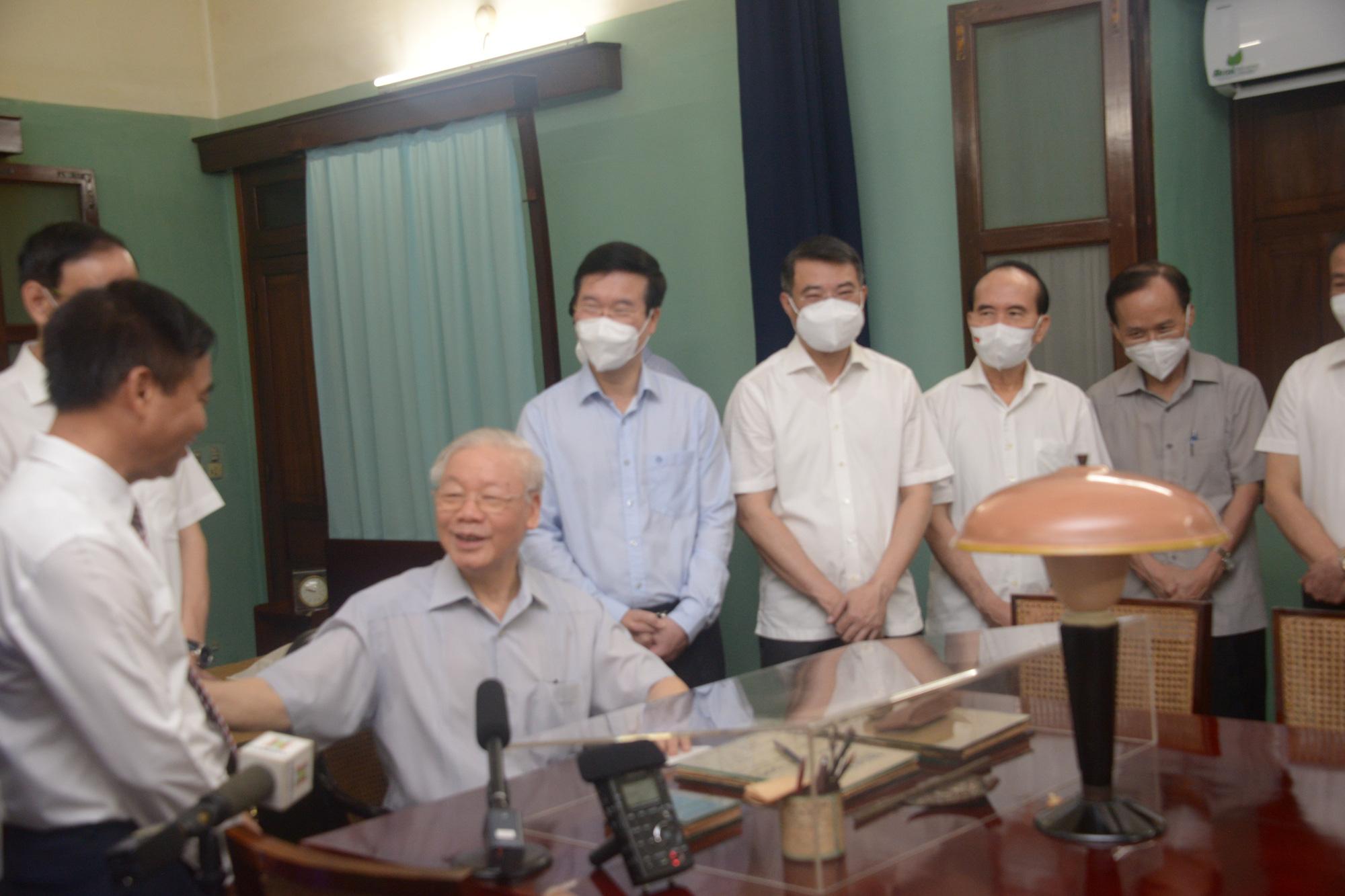 02-09_TBT Nguyễn Phú Trọng nói chuyện thân mật với cán bộ nhân viên Khu di tích_Văn Hiếu_VOV1.jpg