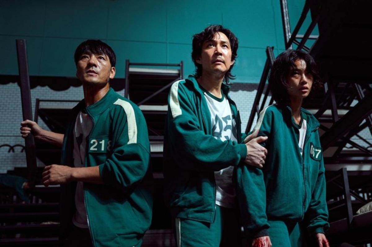 Mặc đánh giá trái chiều, bom tấn 'Squid game' đứng thứ 2 Netflix toàn cầu - Ảnh 1.