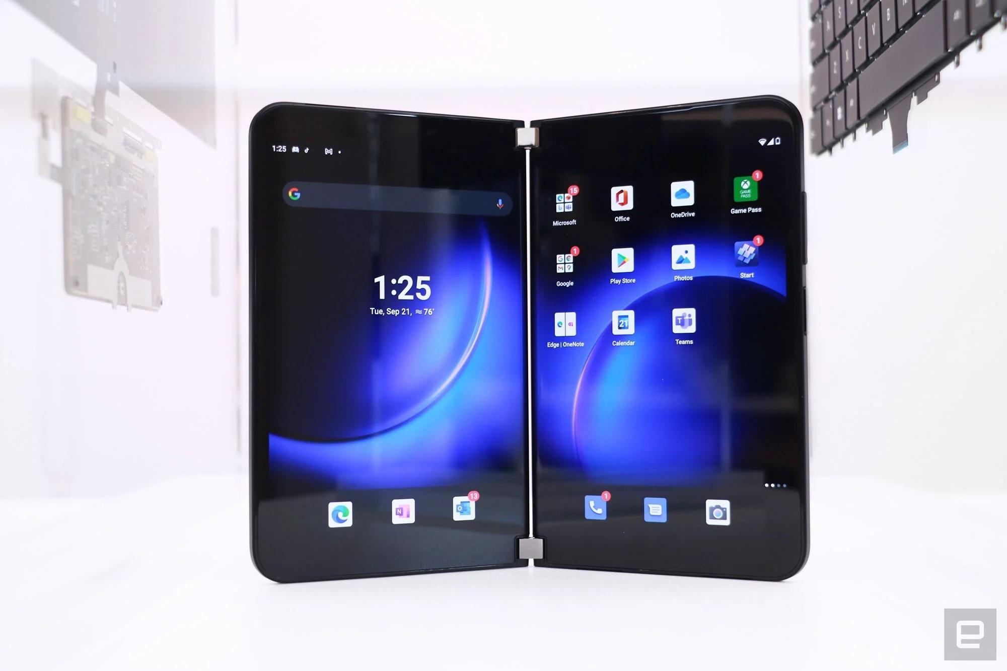 Cận cảnh Surface Duo 2 - Smartphone 2 màn hình giá 1.500 USD của Microsoft - Ảnh 1.