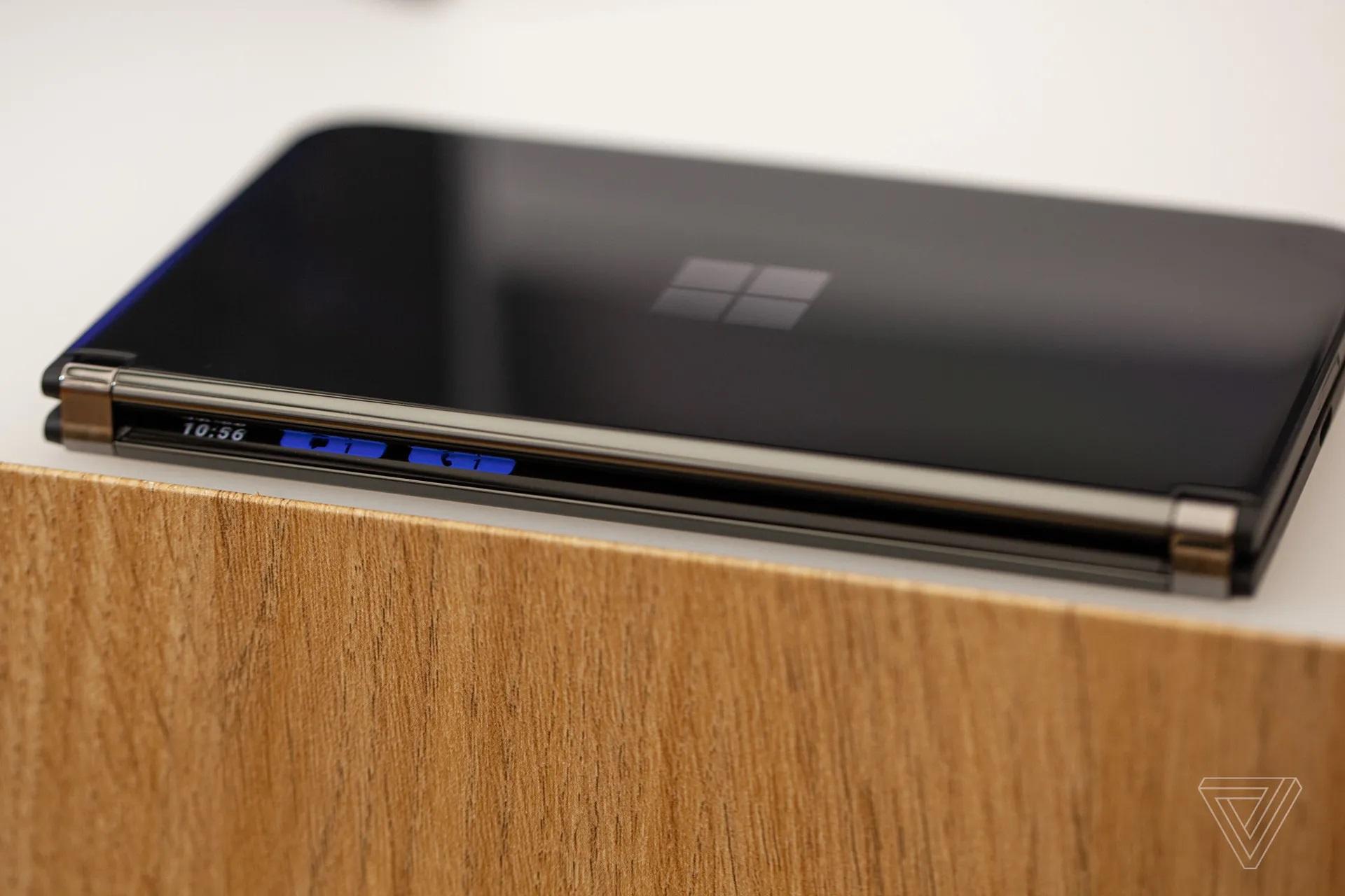 Cận cảnh Surface Duo 2 - Smartphone 2 màn hình giá 1.500 USD của Microsoft - Ảnh 2.