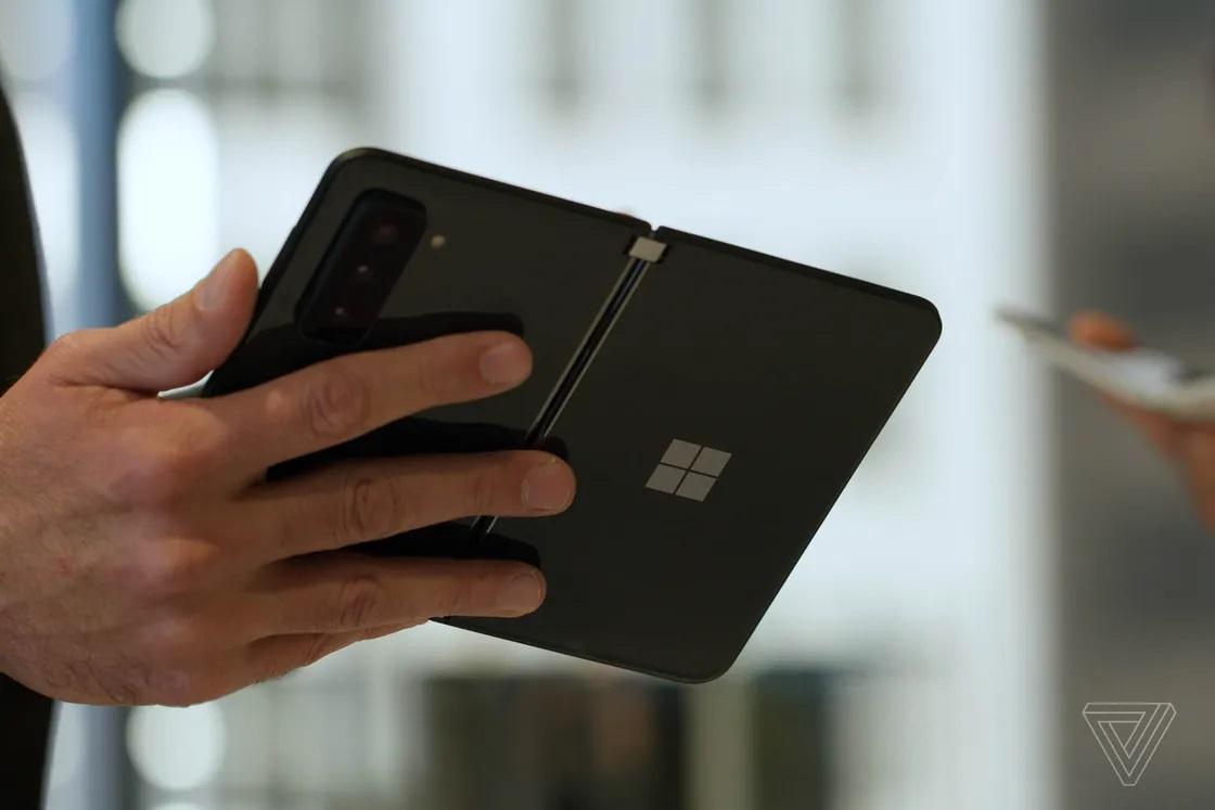 Cận cảnh Surface Duo 2 - Smartphone 2 màn hình giá 1.500 USD của Microsoft - Ảnh 3.