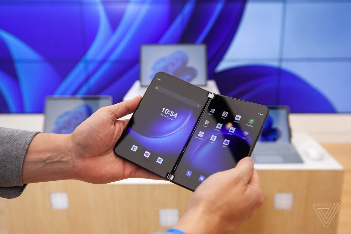 Cận cảnh Surface Duo 2 - Smartphone 2 màn hình giá 1.500 USD của Microsoft - Ảnh 4.