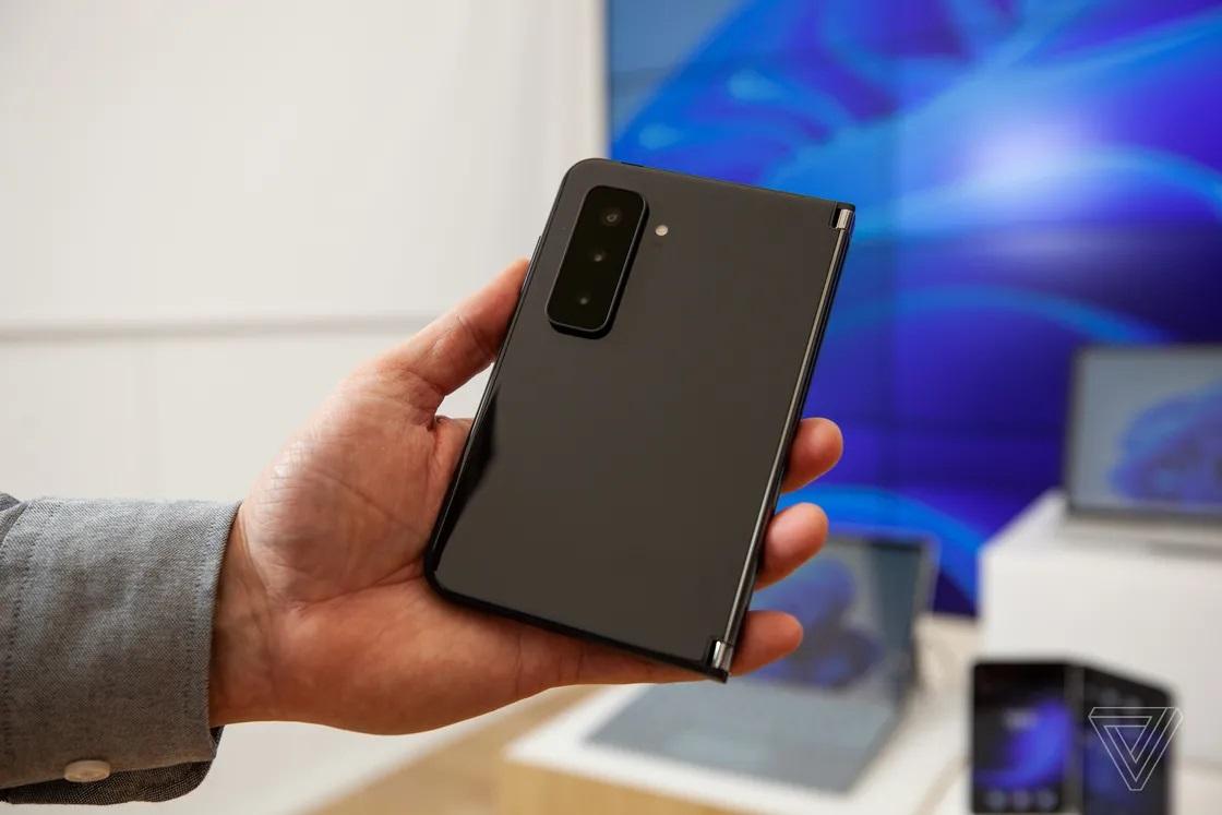 Cận cảnh Surface Duo 2 - Smartphone 2 màn hình giá 1.500 USD của Microsoft - Ảnh 5.