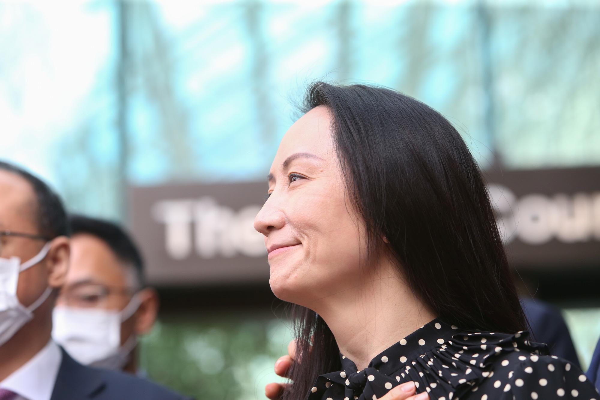 Mạnh Vãn Châu nói bà 'ứa nước mắt' trên chuyến bay về Trung Quốc - Ảnh 1.