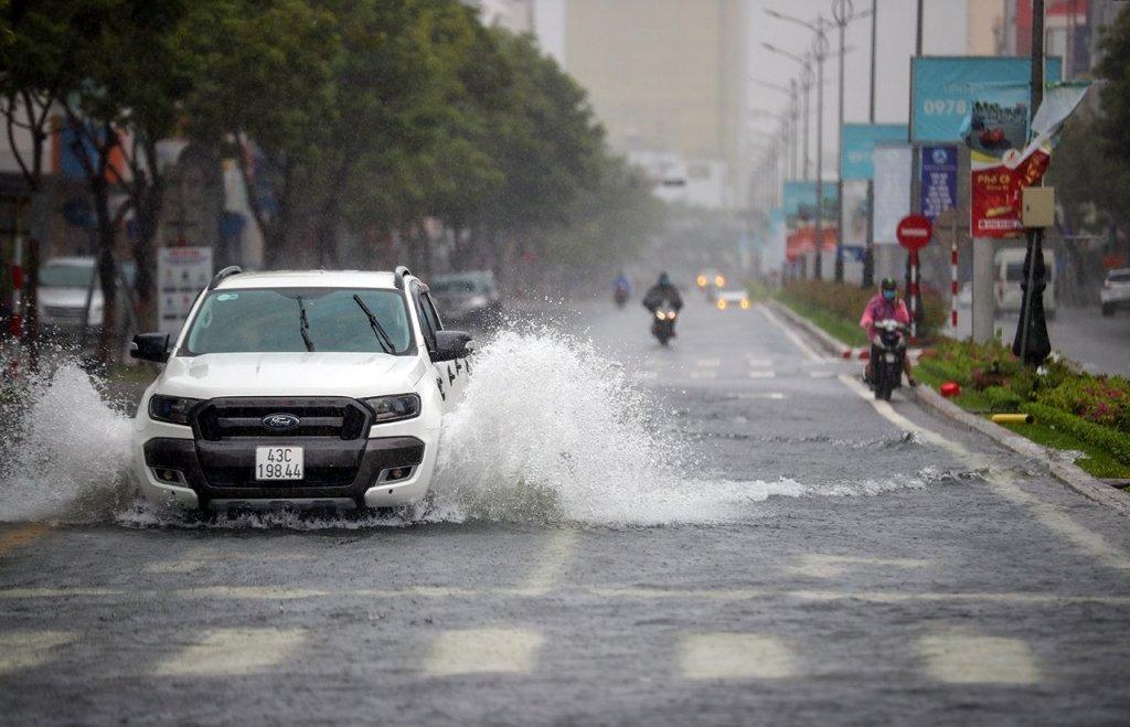 Thời tiết hôm nay: Mưa lớn nhiều nơi, đề phòng lũ quét và sạt lở đất - Ảnh 1.