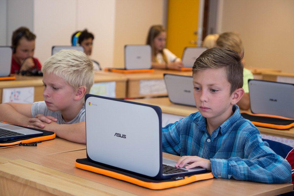 Laptop giá rẻ, hỗ trợ tốt cho học tập nhưng không phổ biến ở Việt Nam - Ảnh 2.