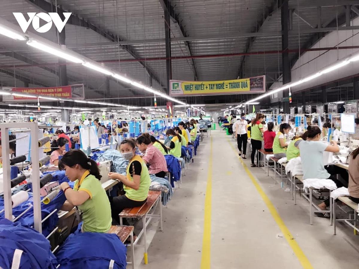 Thủ tướng ký quyết định hỗ trợ doanh nghiệp, HTX, hộ kinh doanh trong bối cảnh dịch bệnh - Ảnh 1.