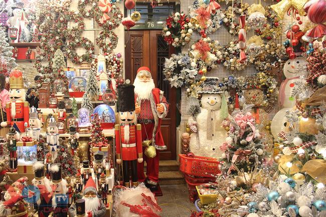 Rực rỡ sắc màu đón Giáng Sinh trên phố Hàng Mã - Ảnh 9.