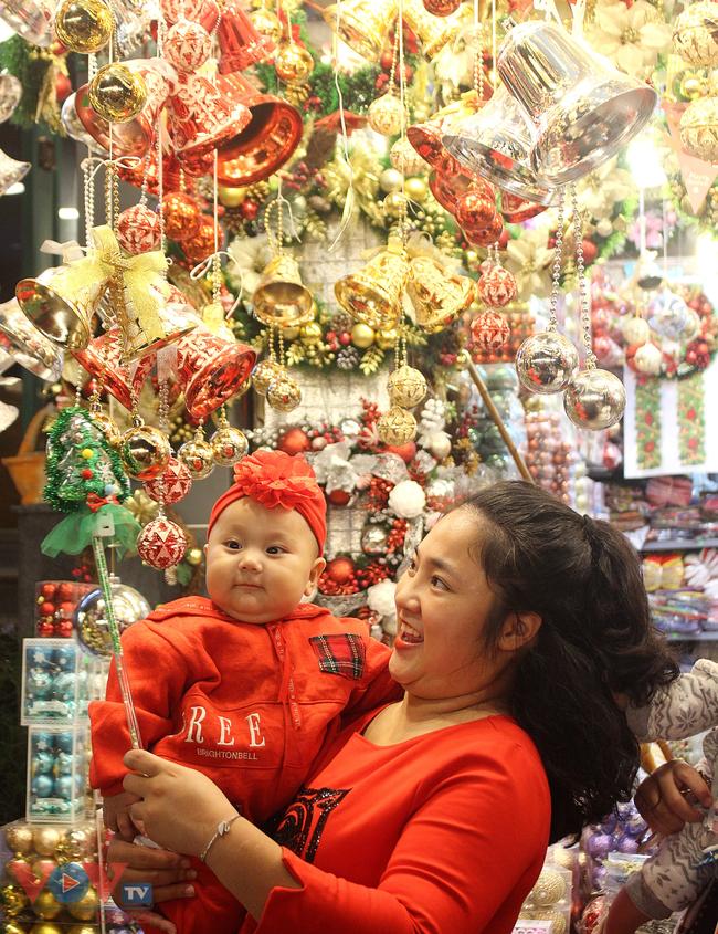 Rực rỡ sắc màu đón Giáng Sinh trên phố Hàng Mã - Ảnh 8.
