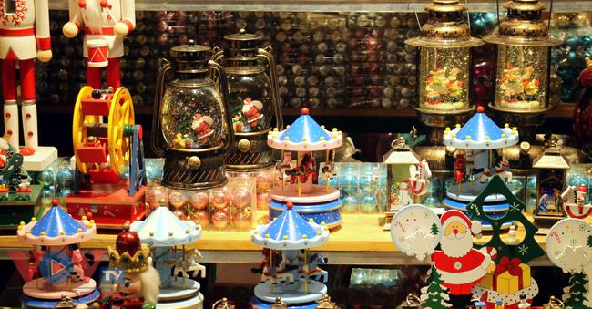 Rực rỡ sắc màu đón Giáng Sinh trên phố Hàng Mã - Ảnh 11.