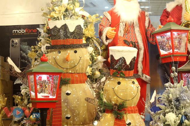 Rực rỡ sắc màu đón Giáng Sinh trên phố Hàng Mã - Ảnh 12.