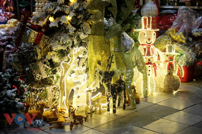 Rực rỡ sắc màu đón Giáng Sinh trên phố Hàng Mã - Ảnh 13.