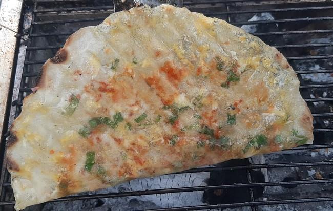 """Bánh tráng nướng - """"Pizza đường phố"""" Sài Gòn - Ảnh 3."""