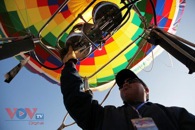 Chùm ảnh: Khinh khí cầu cất cánh trên bầu trời Lai Châu - Ảnh 5.