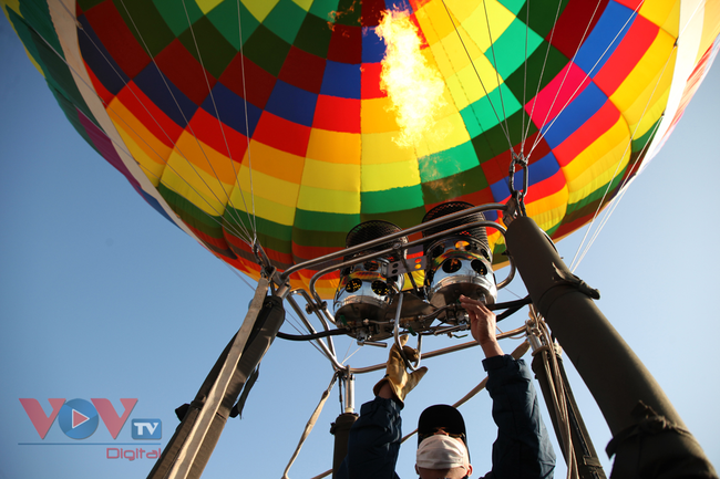 Chùm ảnh: Khinh khí cầu cất cánh trên bầu trời Lai Châu - Ảnh 6.