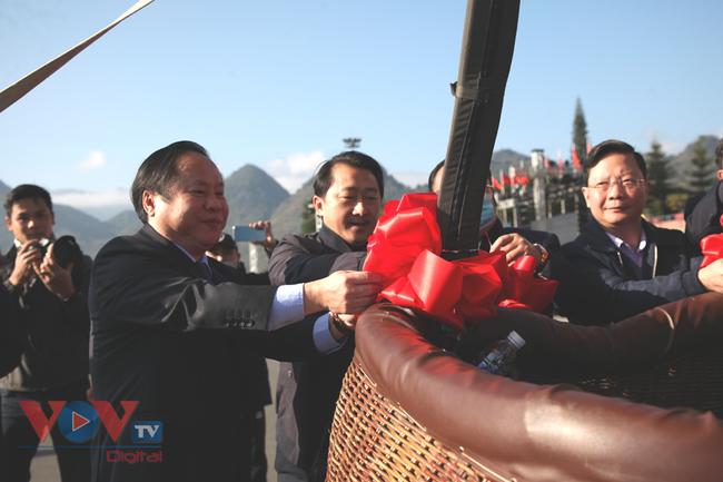 Chùm ảnh: Khinh khí cầu cất cánh trên bầu trời Lai Châu - Ảnh 10.