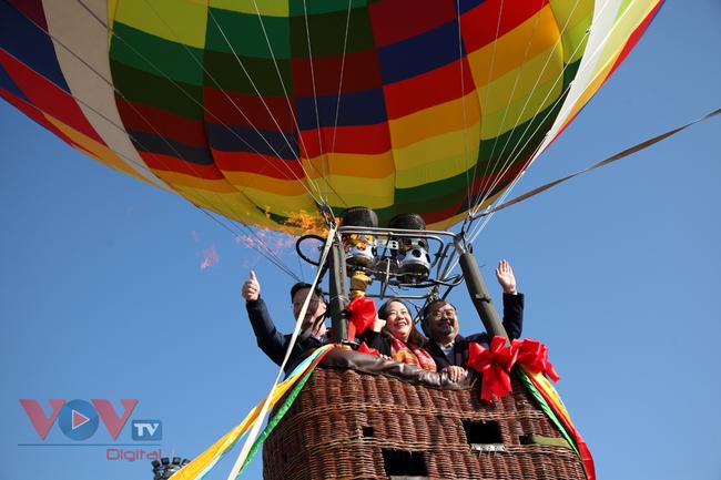 Chùm ảnh: Khinh khí cầu cất cánh trên bầu trời Lai Châu - Ảnh 13.