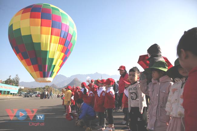 Chùm ảnh: Khinh khí cầu cất cánh trên bầu trời Lai Châu - Ảnh 16.