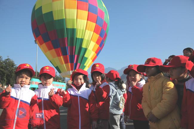 Chùm ảnh: Khinh khí cầu cất cánh trên bầu trời Lai Châu - Ảnh 17.