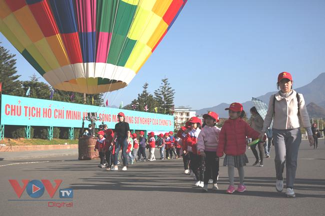 Chùm ảnh: Khinh khí cầu cất cánh trên bầu trời Lai Châu - Ảnh 18.