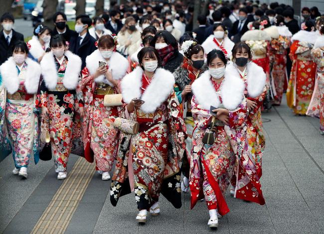 Ngày duy nhất trong năm kimono ngày lễ của phụ nữ chưa chồng đồng loạt hiện diện trên khắp Nhật Bản  - Ảnh 1.