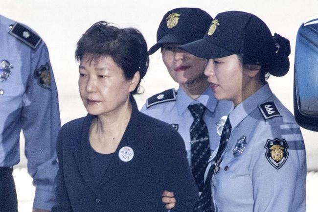 Tòa án Tối cao Hàn Quốc y án 20 năm tù đối với cựu Tổng thống Park Geun-hye - Ảnh 1.