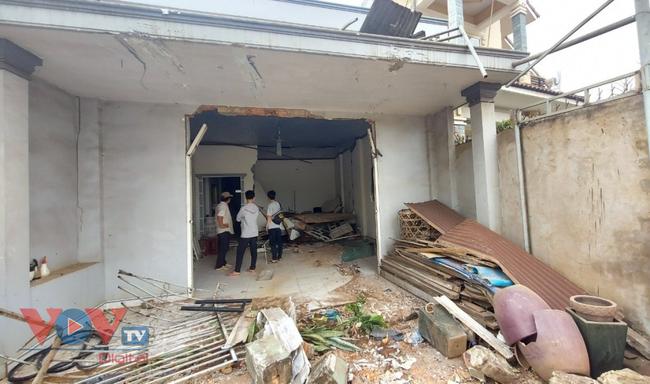 Đồng Nai: Xe tải mất lái lao vào nhà dân - Ảnh 2.