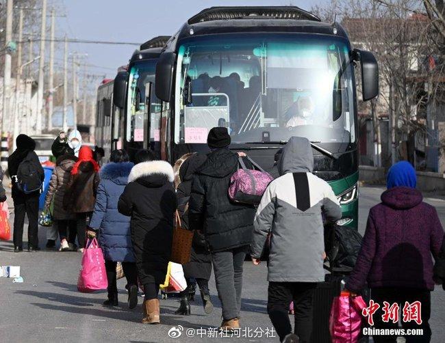 Trung Quốc: Thạch Gia Trang gấp rút xây dựng trung tâm cách ly tập trung Covid-19 - Ảnh 7.
