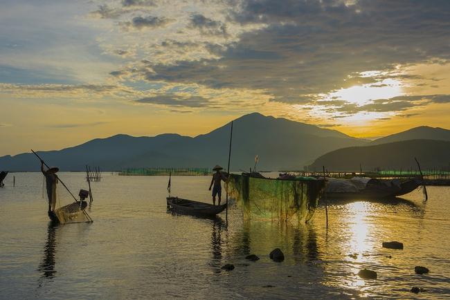 Vẻ đẹp đầm Cầu Hai qua góc nhìn của tay máy Khang Chu Long - Ảnh 3.