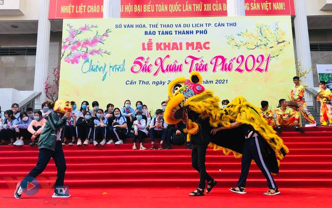 VOV - Các bạn trẻ hào hứng tham gia hoạt động múa Lân mừng năm mới Tân Sửu 2021.jpg