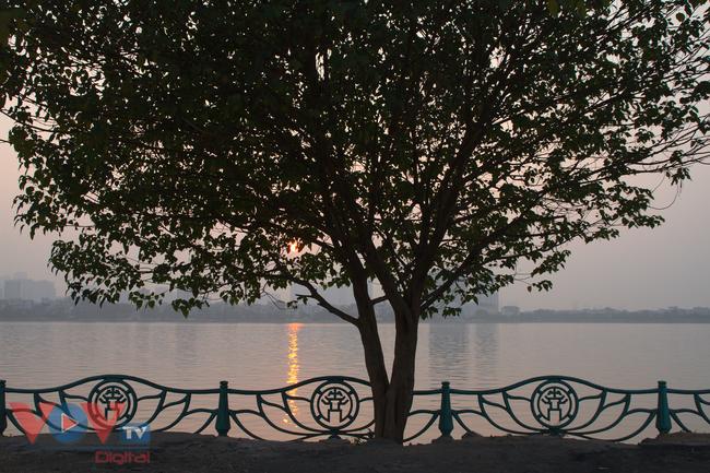 3 địa điểm check-in hoàng hôn ngược nắng đẹp như mơ ở hồ Tây - Ảnh 2.