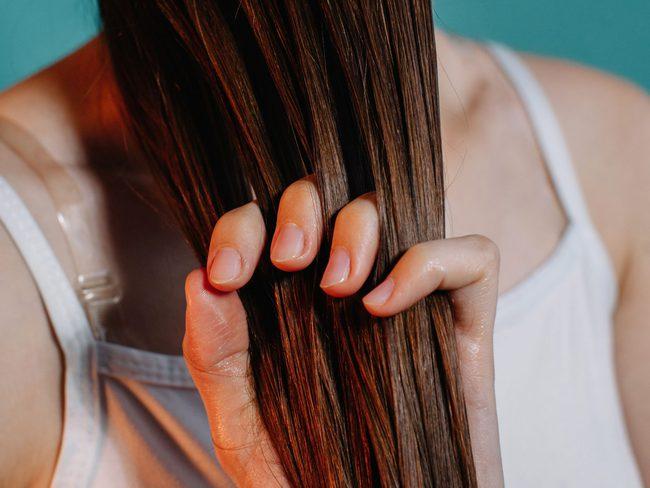 Tuyệt chiêu chăm sóc tóc trong những ngày hanh khô - Ảnh 4.