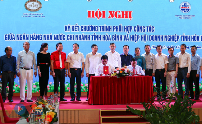 Hoà Bình: Ký kết hợp tác giữa Ngân hàng Nhà nước và Hiệp hội Doanh nghiệp - Ảnh 1.
